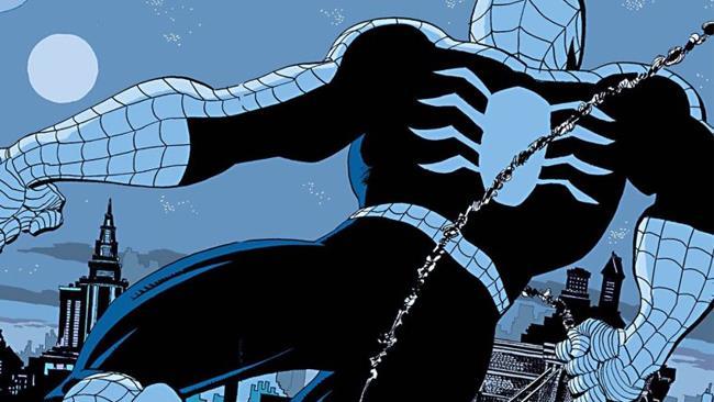 Spider-Man lascia una rosa per Gwen