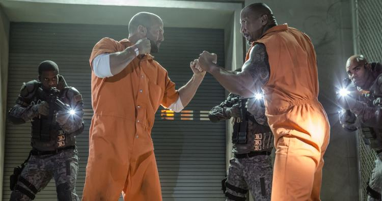 Dwayne Johnson e Jason Statham in Fast & Furious 8