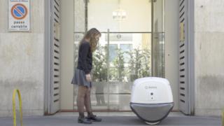Eccolo! Yape, il primo robot postino, è fintamente disponibile.