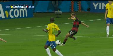 GIF del goal di Schürrle contro il Brasile