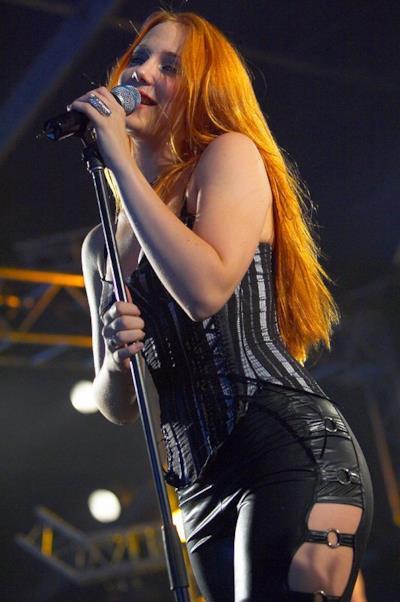 La sexy Simone Simons