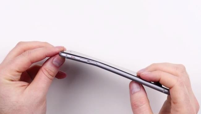 iPhone 6 Plus piegato
