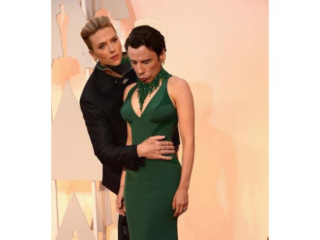 Face swap di John Travolta e Scarlett Johansson
