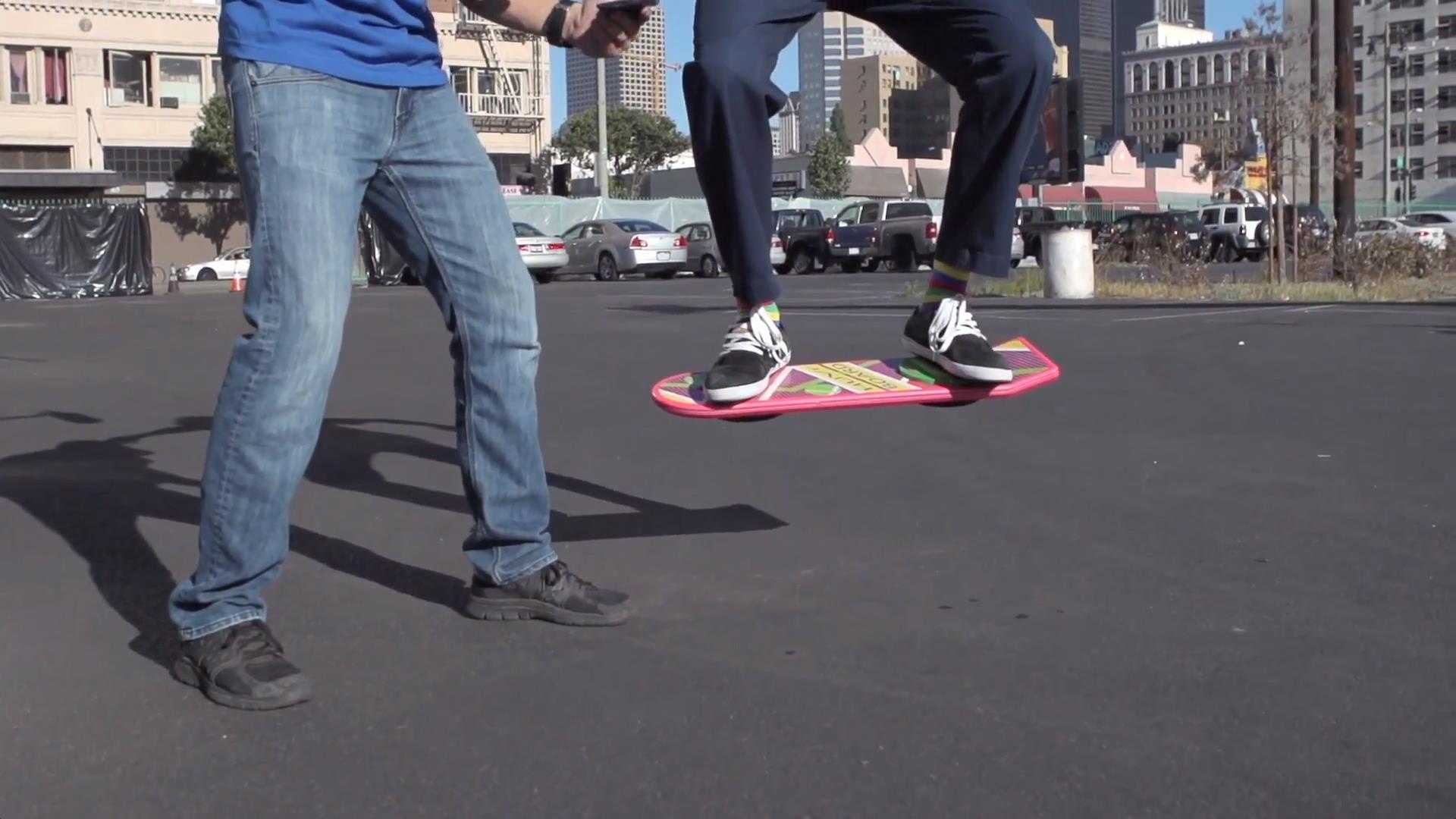 Skateboard capace di alzarsi in volo