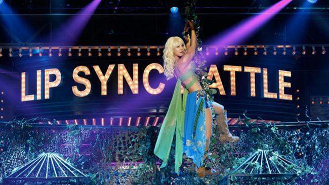 Kaley Cuoco alla trasmissione Lip Sync Battle