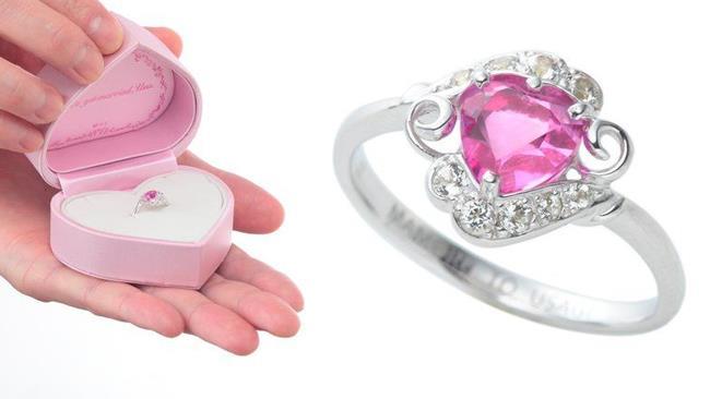 La foto dell'anello nuziale