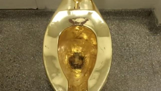 Il water d'oro ripreso dall'alto