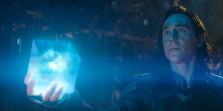 Loki ha in mano il Tesseract prima di morire in Infinity War