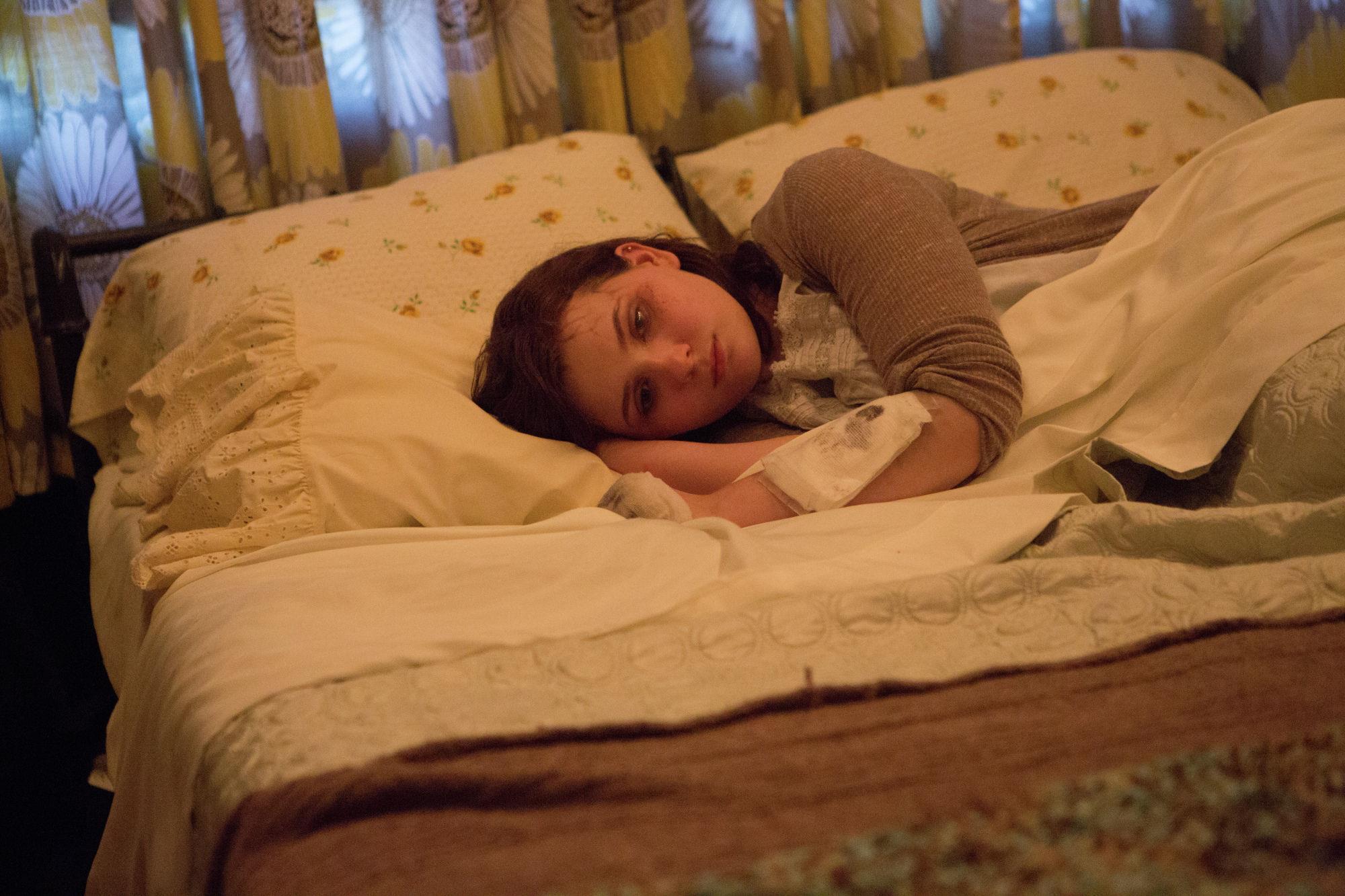 Abigail Breslin in un'immagine promozionale di Maggie