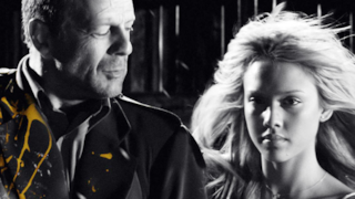 Bruce Willis e Jessica Alba in Sin City, il film del 2005