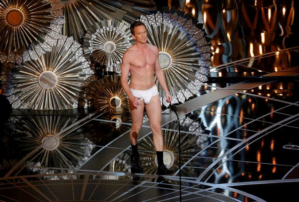Il presentatore Neil Patrick Harris in mutande sul palco degli Oscar 2015