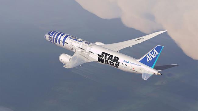 L'aereo di Star Wars R2-D2 in volo