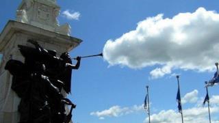 La statua che si fuma la nuvola