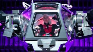 Jeff Bezos a bordo di un robot