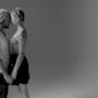 ragazzo e ragazza prima di baciarsi