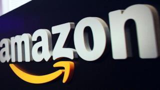 Il logo di Amazon un una sede
