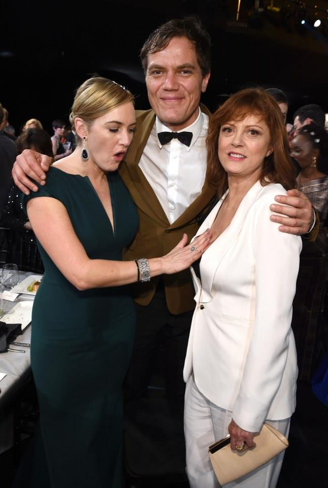 Una foto con Kate Winslet, Micheal Shannon e Susan Sarandon alla consegna dei SAG Awards