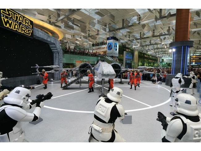 Combattimento Star Wars all'aeroporto di Singapore