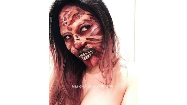 Mimi truccata come uno zombie