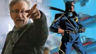 La foto di Spielberg e del personaggio targato DC Comics
