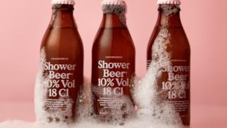 Alcune bottiglie di Shower Beer