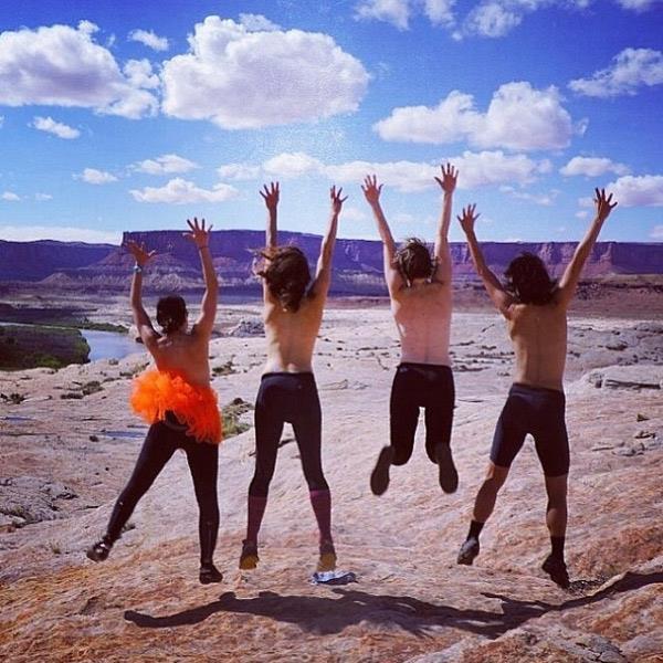 Foto di ragazze che saltano