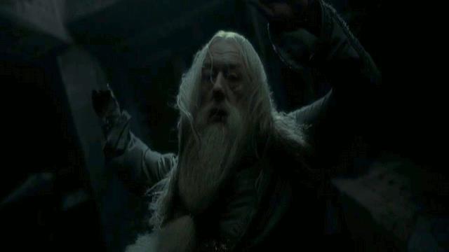 GIF Silente  di Harry Potter che cade nel vuoto