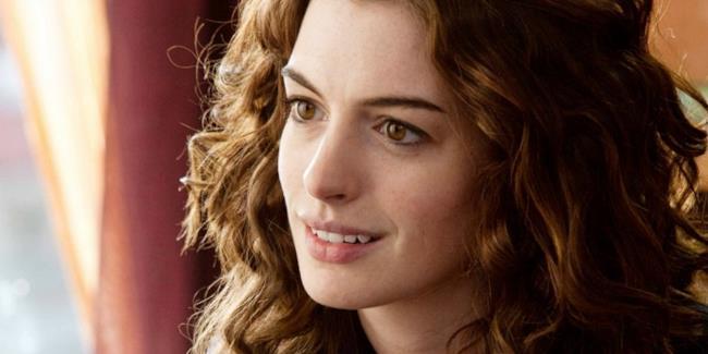 Anne Hathaway sarà la star dello sci-fi Colossal