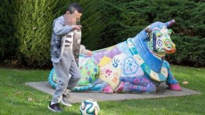 Hassan mentre gioca a calcio