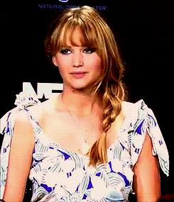 L'attrice Jennifer Lawrence è d'accordo - GIF di reazione ai commenti, le più divertenti da usare su Whatsapp e Facebook