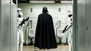 Darth Vader che fa pipì e altre curiose opere di Star Wars in mostra a Parigi
