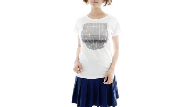 Gli effetti della T-shirt miracolosa ripresi frontalmente