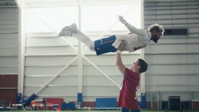 Il sollevamento dello spot NFL andato in onda durante il Super Bowl 2018