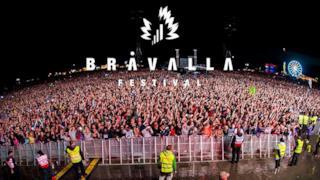 Una foto dei fan accorsi al Bravalla, festival della muscia svedese