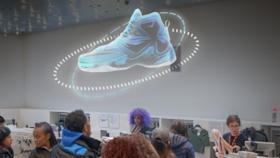 Il ventilatore olografico proietta decine di immagini in 3D