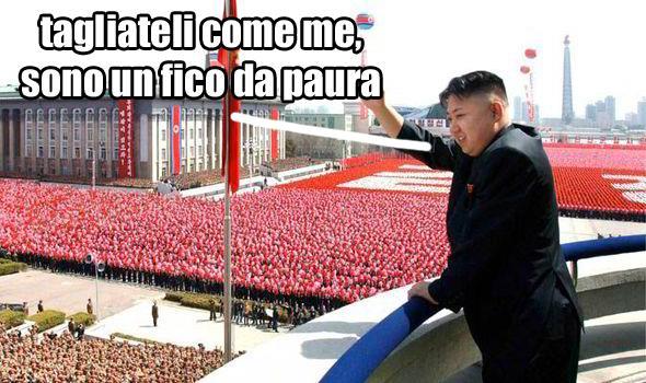 Kim Jong-un saluta il suo popolo