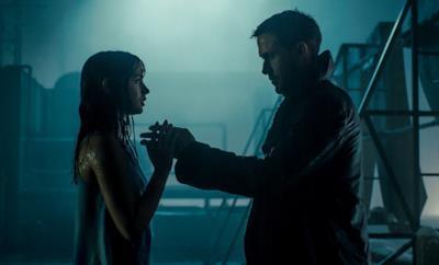 Joi e l'Agente K in una scena di Blade Runner 2049