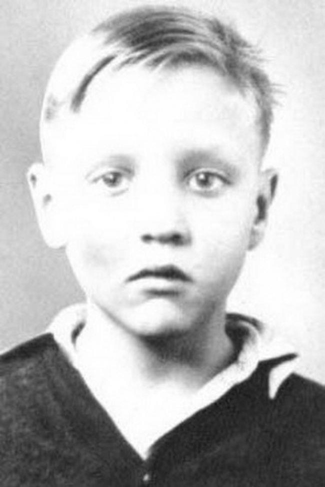 Un'immagine di Elvis Presley da adolescente
