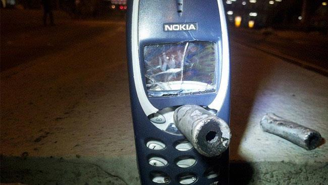 Un Nokia 3310 che ha fermato un proiettile