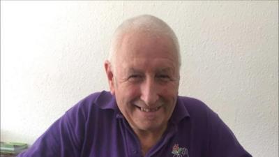 Malcolm Applegate sorridente