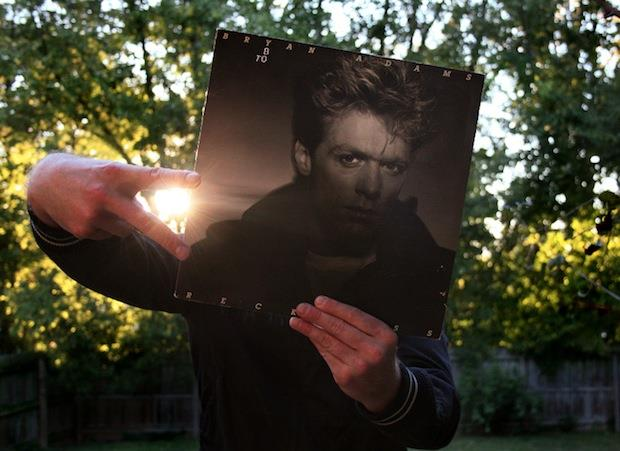 Sleeveface con copertina di Bryan Adams