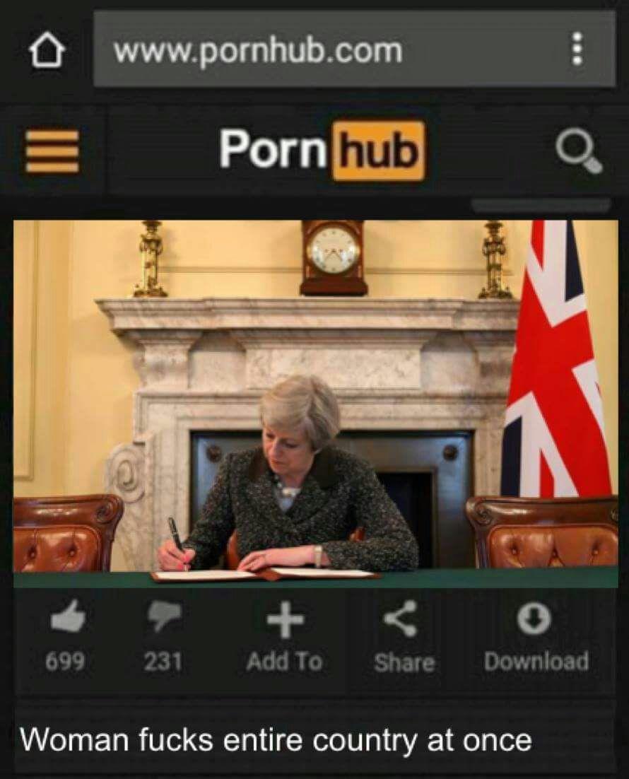 Immagini divertenti per WhatsApp - La premier inglese firma il decreto di Brexit