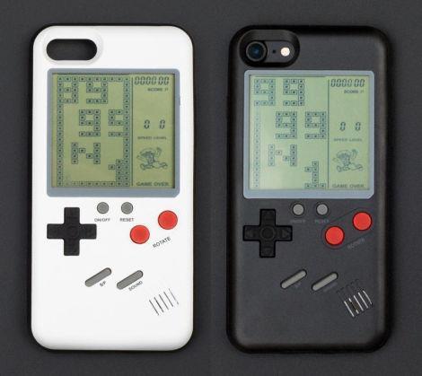 Il case che trasforma l'iPhone in Gameboy