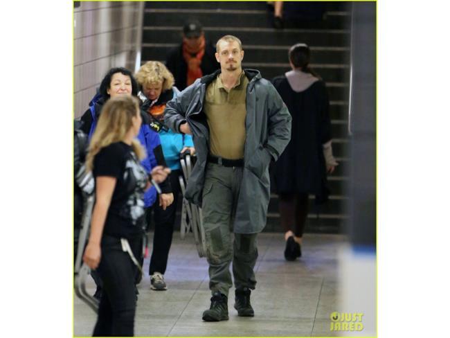 Joel Kinnaman sul set di Suicide Squad nel ruolo di Rick Flagg