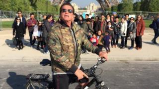 Arnold Schwarzenegger fotobomber