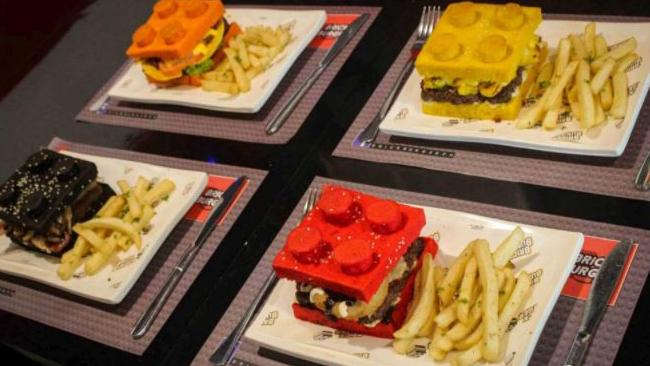 Quattro Brick Burger, pronti per essere serviti