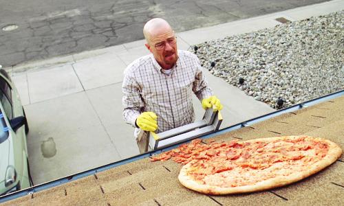 La scena della pizza sul tetto in Breaking Bad