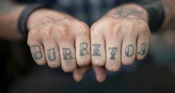Tatuaggio Burritos sulle nocche