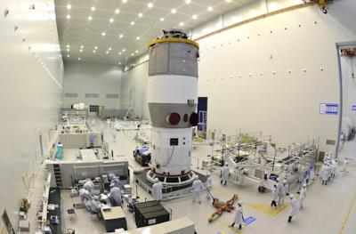 Tiangong-2 mentre viene assemblata