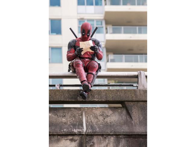 Deadpool legge sulle pagine di EW